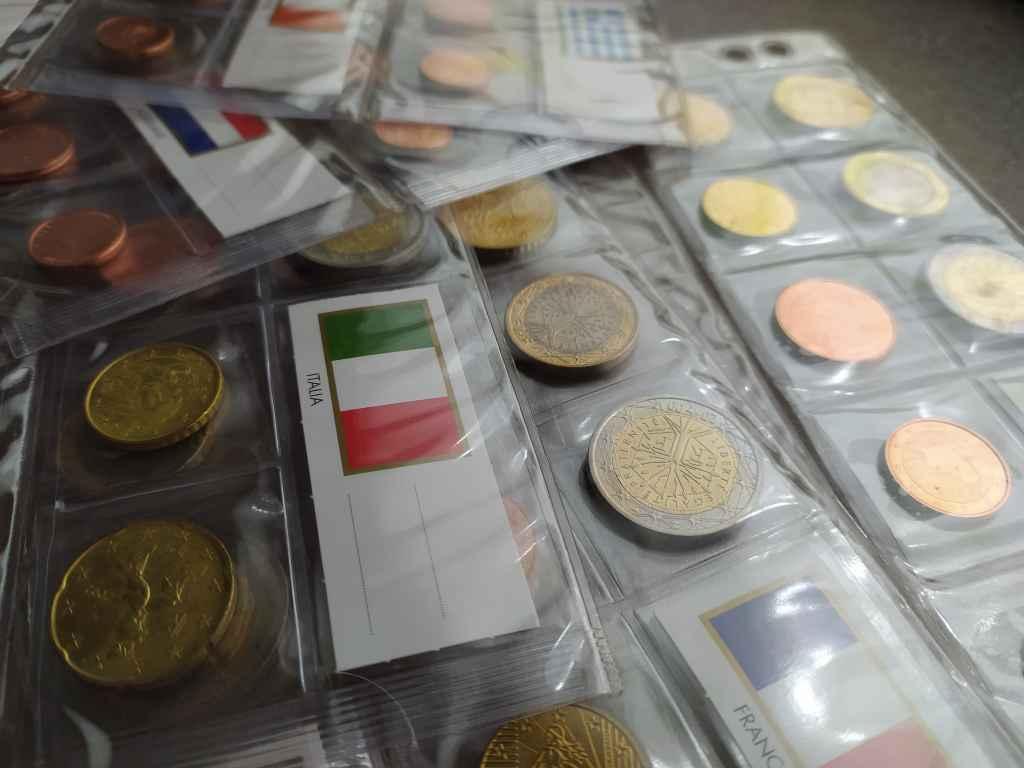 13 ország Euro érméi UNC állapotban és Leuchtturm mappában