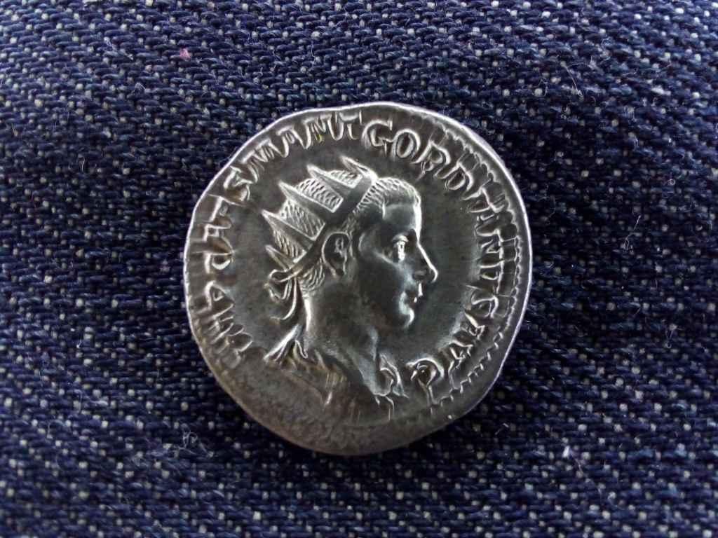 III. Gordianus ezüst Antoninianus VIRTVS AVG 240