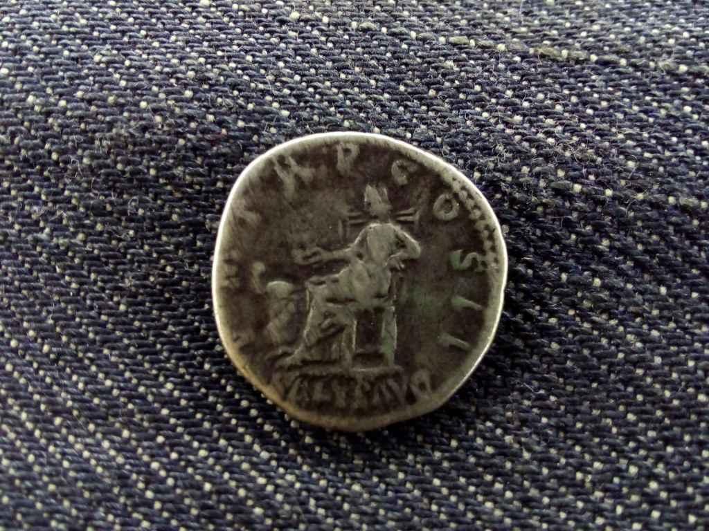 Hadrianus Denar 119-122 PM TRP COS III