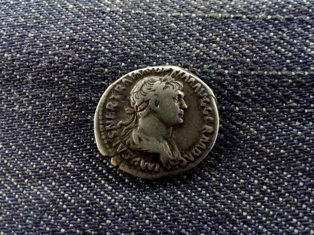 Traianus Dénár 117 PARTHICO PM TRP COS VI PP SPQR