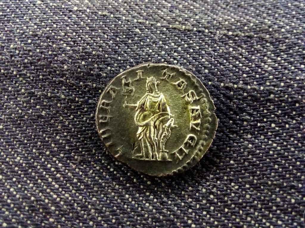 Elagabalus Dénár 219 LIBERALITAS AVG II
