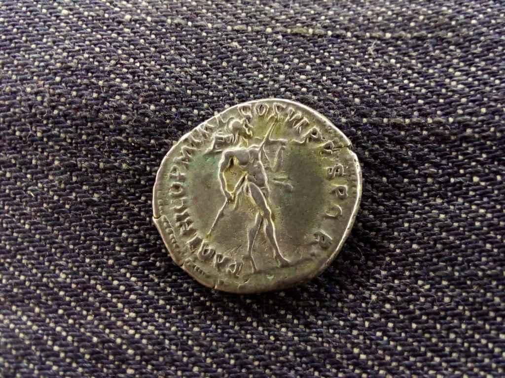 Traianus Dénár 114-117 PARTHICO P M TR P COS VI P P S P Q R